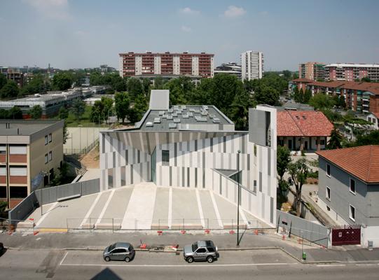 Un'immagine dall'alto della Chiesa con il tessuto urbanistico nel quale si trova collocata (cortesia: Ferrara-Palladino)