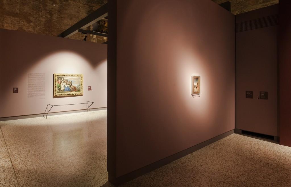 """Vicenza, Basilica Palladiana. """"Raffaello verso Picasso"""". Un'immagine della mostra. A sinistra della foto, in alto, in evidenza il sistema di travi studiato per il posizionamento dei binari per l'illuminazione (cortesia: Zumtobel Illuminazione"""
