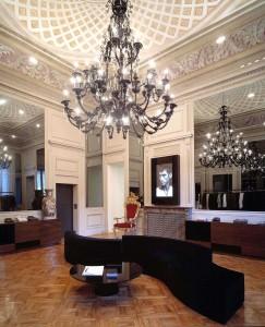 Un'immagine del flagship store D&G a Milano (cortesia: Studio Laviani)