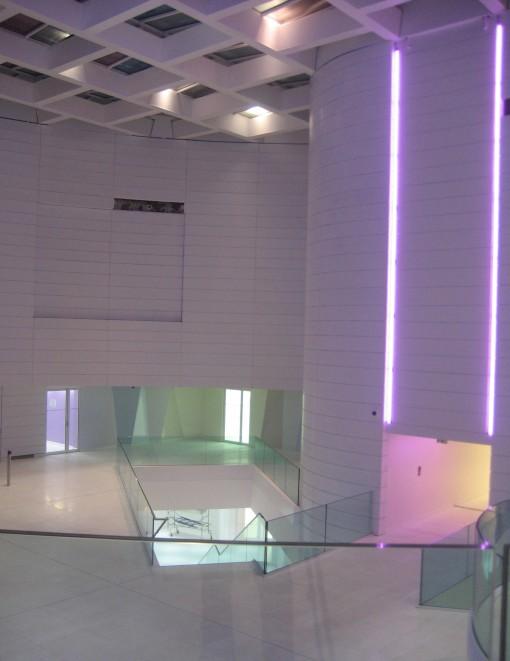 Figura 5 a - Illuminazione notturna della lobby (courtesy: Agence Concepto)