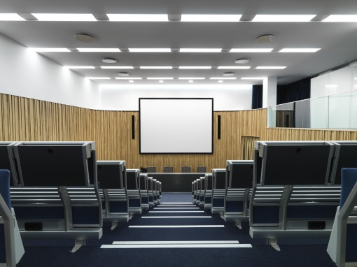 Un'immagine del grande Auditorium posto al piano interrato, dove la luce è il gradiente fondamentale per la costruzione dello spazio architettonico