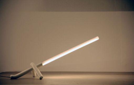"""""""Bilico"""" è la lampada realizzata per Ital Pek (2014) (cortesia: Edoardo Colzani Design Studio)"""