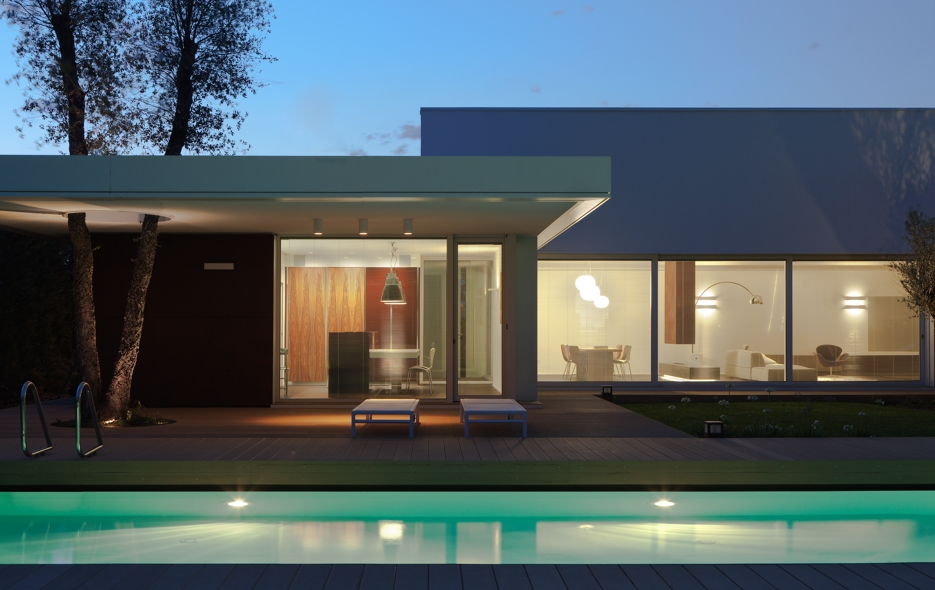 Il residenziale illuminato luce e design for Case con verande tutt attorno