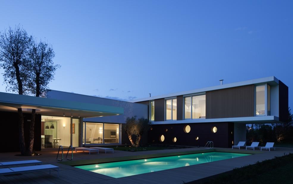 Il residenziale illuminato luce e design for Architettura ville moderne