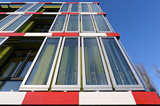 BIQ – Il primo SolarLeaf-Building a Amburgo, Germania. Bolle d'aria risalgono i moduli SolarLeaf (courtesy: (c) Colt International, Arup Deutschland, SSC GmbH)