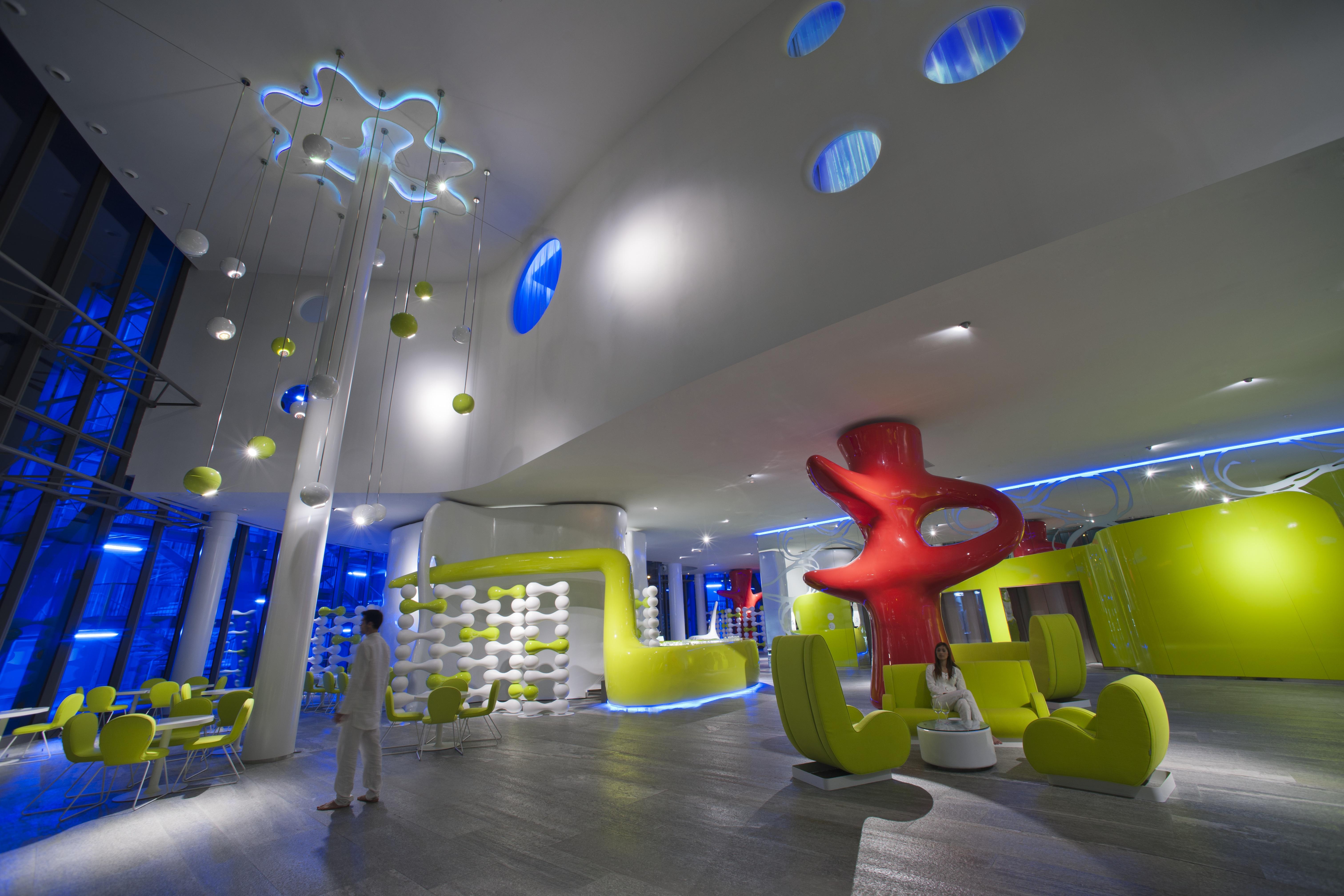 Soffitto Scuro Abbassa : Illuminazione sala ristorante forme di luce ...