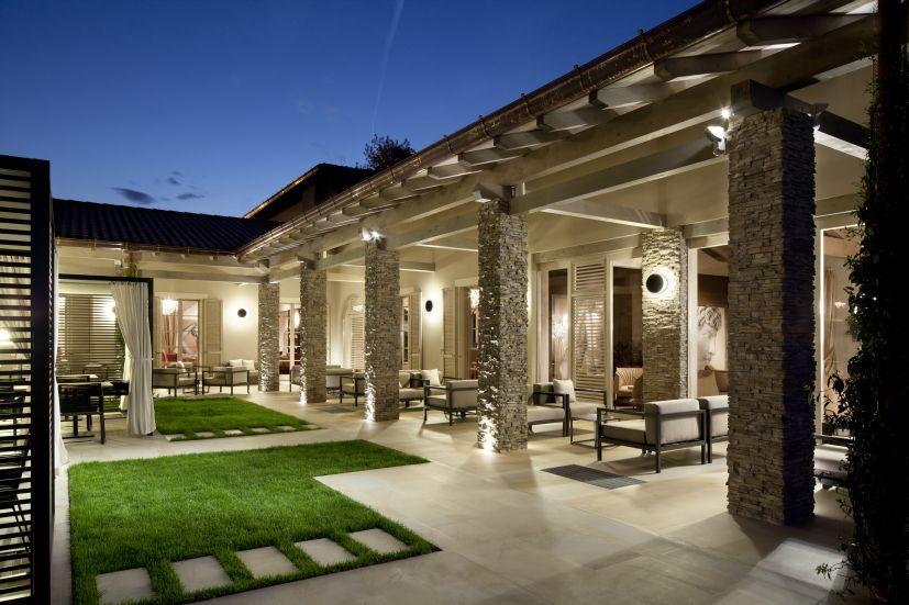"""Ristorante Lounge Bar """"Al Gallione"""". Materiali tradizionali e progetto in chiave contemporanea (cortesia: Studio Urbano)"""