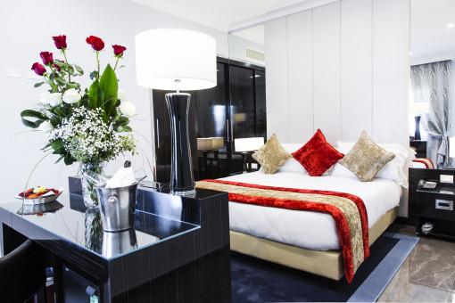 La zona letto di una delle suites (cortesia: Studio Ceccaroli)