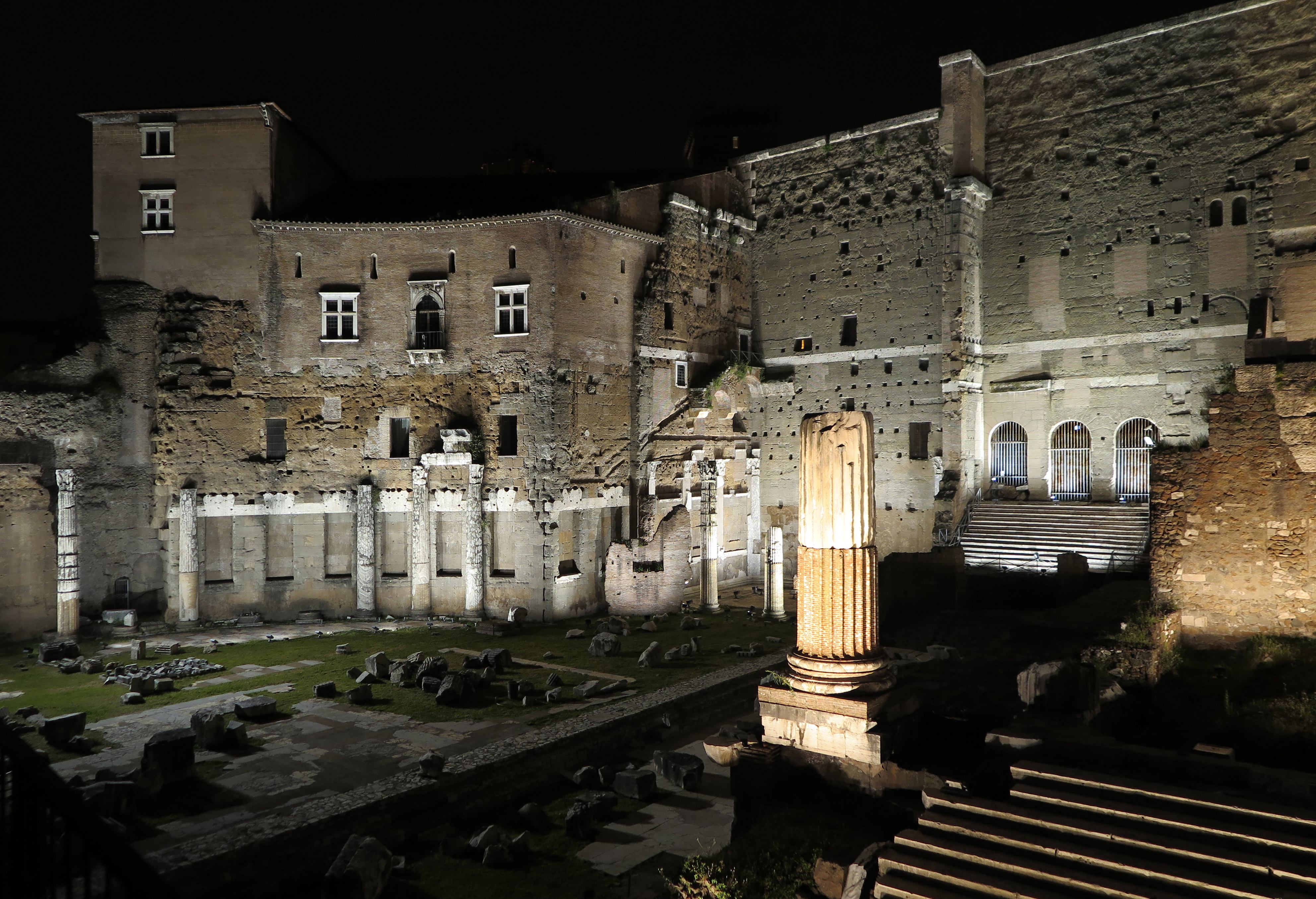 Una luce per la storia una luce nella storia luce e design for Augusto roma