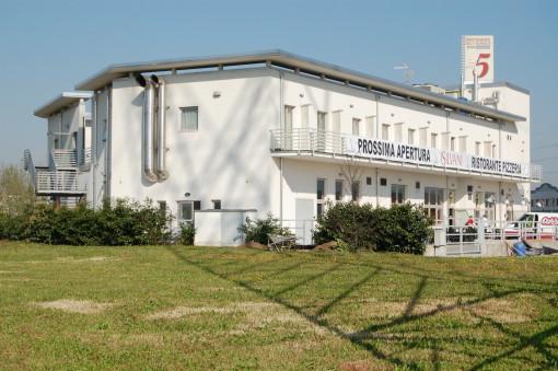 Un'immagine dell'edificio, prima dell'intervento di riprogettazione (cortesia: Colordesigners)