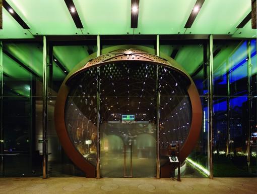 Taipei, Taiwan. Ruentex Tunha-Renai Residence. Un'altra immagine dell'area d'ingresso (cortesia foto: Jeffrey Cheng)
