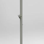 Uno dei quattro sistemi di supporto verticali studiati per l'illuminazione: in evidenza, in alto, il sagomatore LED da 30 W, e più in basso uno dei proiettori a luce LED da 40 W (cortesia: Artemide)