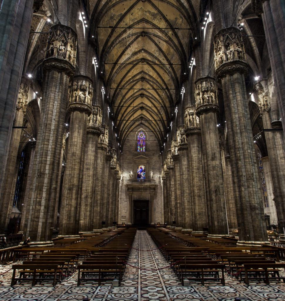 Milano, Duomo. La nuova illuminazione a luce LED consente una lettura completa della ricchezza architettonica del monumento (cortesia: ERCO; courtesy photo: Dirk Vogel, Dortmund – Germania)