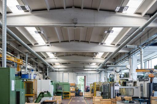Plafoniere Led Per Officina : Led ed alta efficienza nell illuminazione industriale luce e design