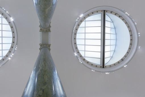 I lucernari ideati da Pietro Gilardoni fra il 1811 e il 1820 ed il posizionamento dei nuovi apparecchi a LED (cortesia ERCO))