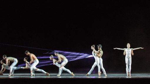 Terme di Caracalla, Pink Floyd Ballet. Anche qui, in azione la luce del laser centrale in controluce (dal basso verso l'alto), mentre sui ballerini abbiamo in azione gli ETC e i Clay Paky per luce di taglio e i PAR frontali (courtesy: ©Yasuko Kageyama - Teatro dell'Opera di Roma - Caracalla 2015)