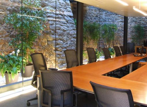 L'interno di una delle sale riunioni (cortesia: Studio Paola Urbano)