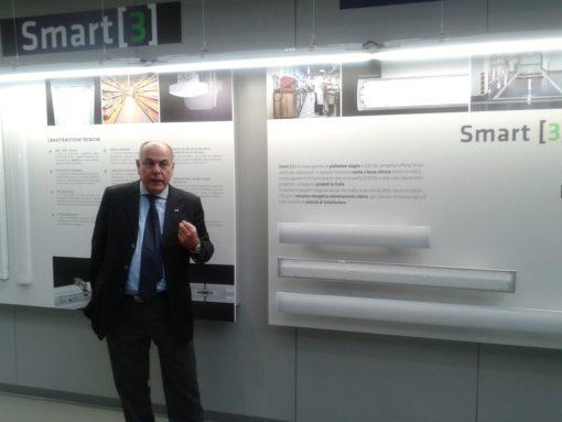 Aldo Bigatti mentre racconta ai presenti le prerogative prestazionali della nuova serie Smart 3