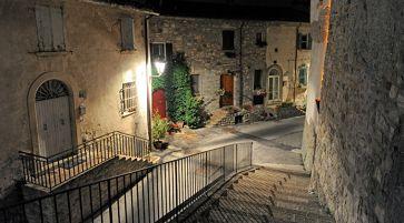 Un'altra vista di una delle strade di accesso al borgo (cortesia Alberto Ricci Petitoni, foto Matteo Marchi)