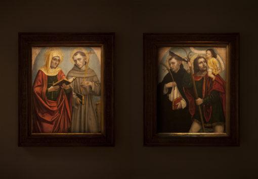"""Sala 2. Ambrogio da Fossano, detto il Bergognone – """"SS. Elisabetta e Francesco"""" e a destra, """"SS. Pietro Martire e Cristoforo"""" con la nuova illuminazione (courtesy photo: Simona Monfrinotti)"""