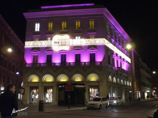 Palazzo Fendi, Largo Goldoni, Roma. La luminaria con la cintura utilizzata nel periodo natalizio (cortesia: Mariano Light srl)