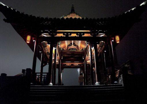 Hangzhou, Ying Yue. La splendida pagoda nella poetica valorizzazione data dall'illuminazione notturna (cortesia: Agence Concepto & Zhongtaï)