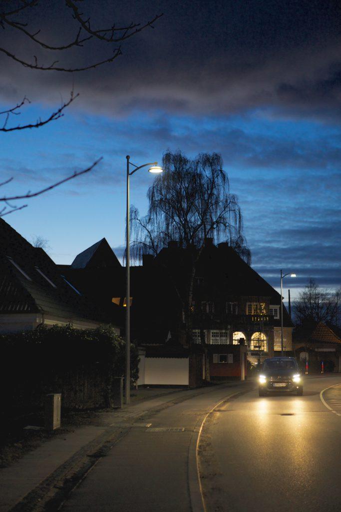 Copenhagen. Oltre che in esecuzione a catenaria, il nuovo apparecchio a LED è stato installato anche su palo a braccio (courtesy photo: Zumtobel Group)