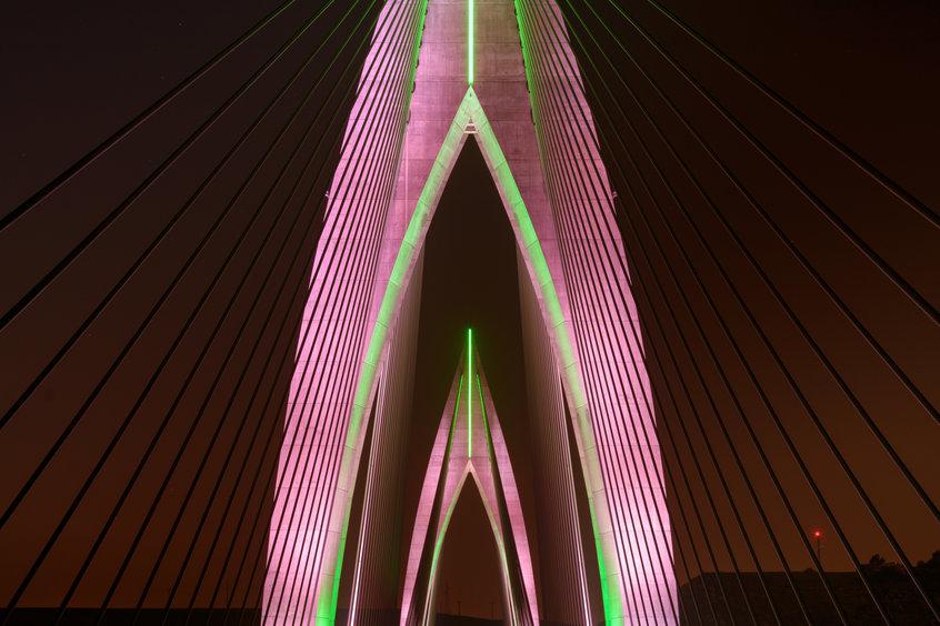 """Dettaglio cromatico del ponte """"Mohammed VI"""""""