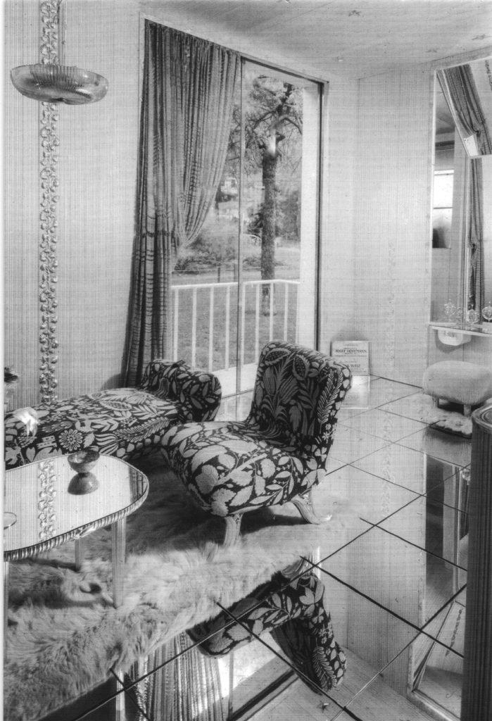 """FiJosef Hoffmann, """"Boudoir d'une grand vedette"""" (1937). Un'immagine dell'allestimento originarigura 1."""