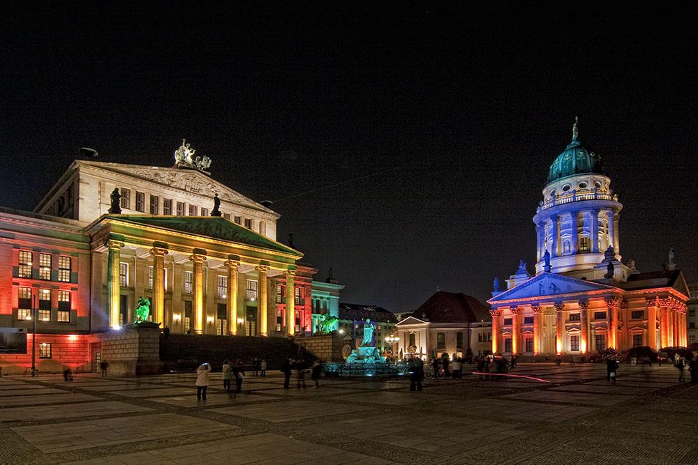 Festival of Lights, Berlino. Un'immagine della piazza Gendarmenmarkt, durante l'edizione 2011 del Festival of Lights (courtesy: Berlin – Festival of Lights)