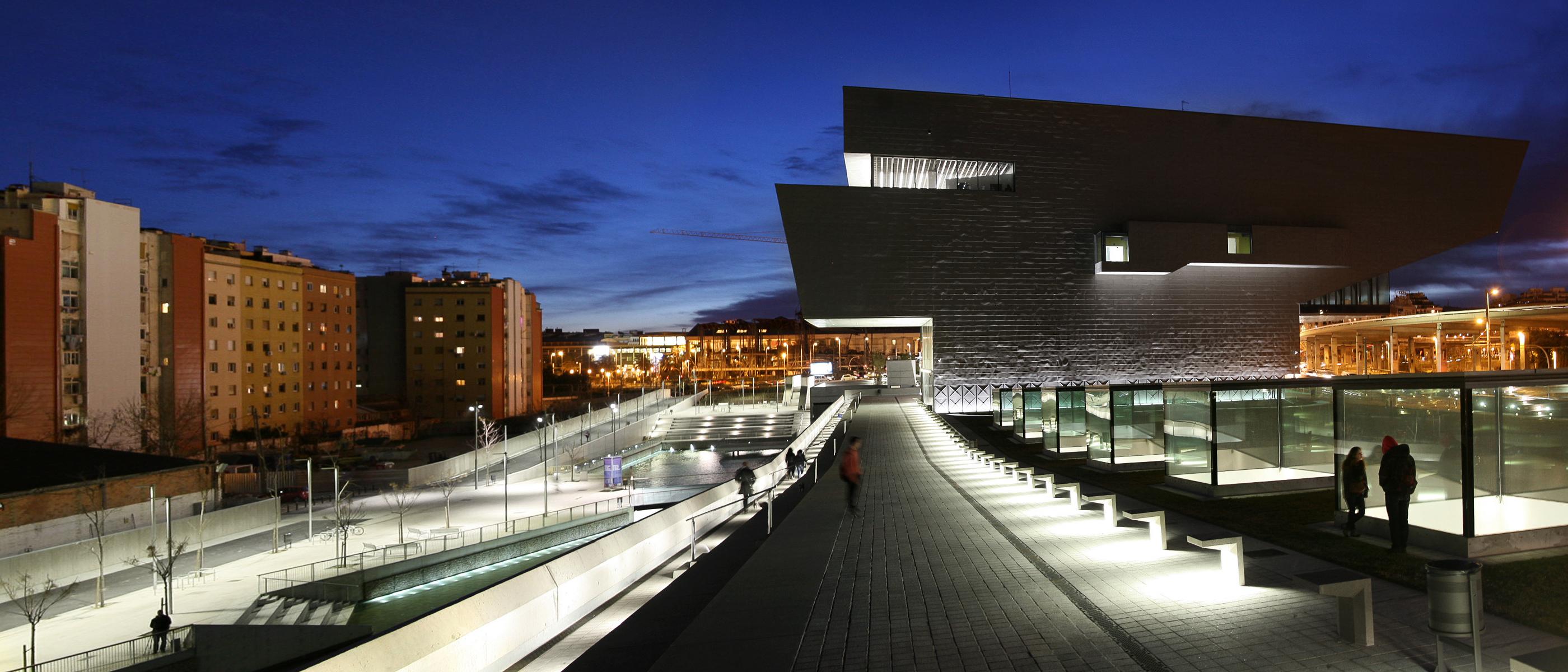 Disseny hub barcelona il design come esperienza pubblica for Illuminazione arredo urbano