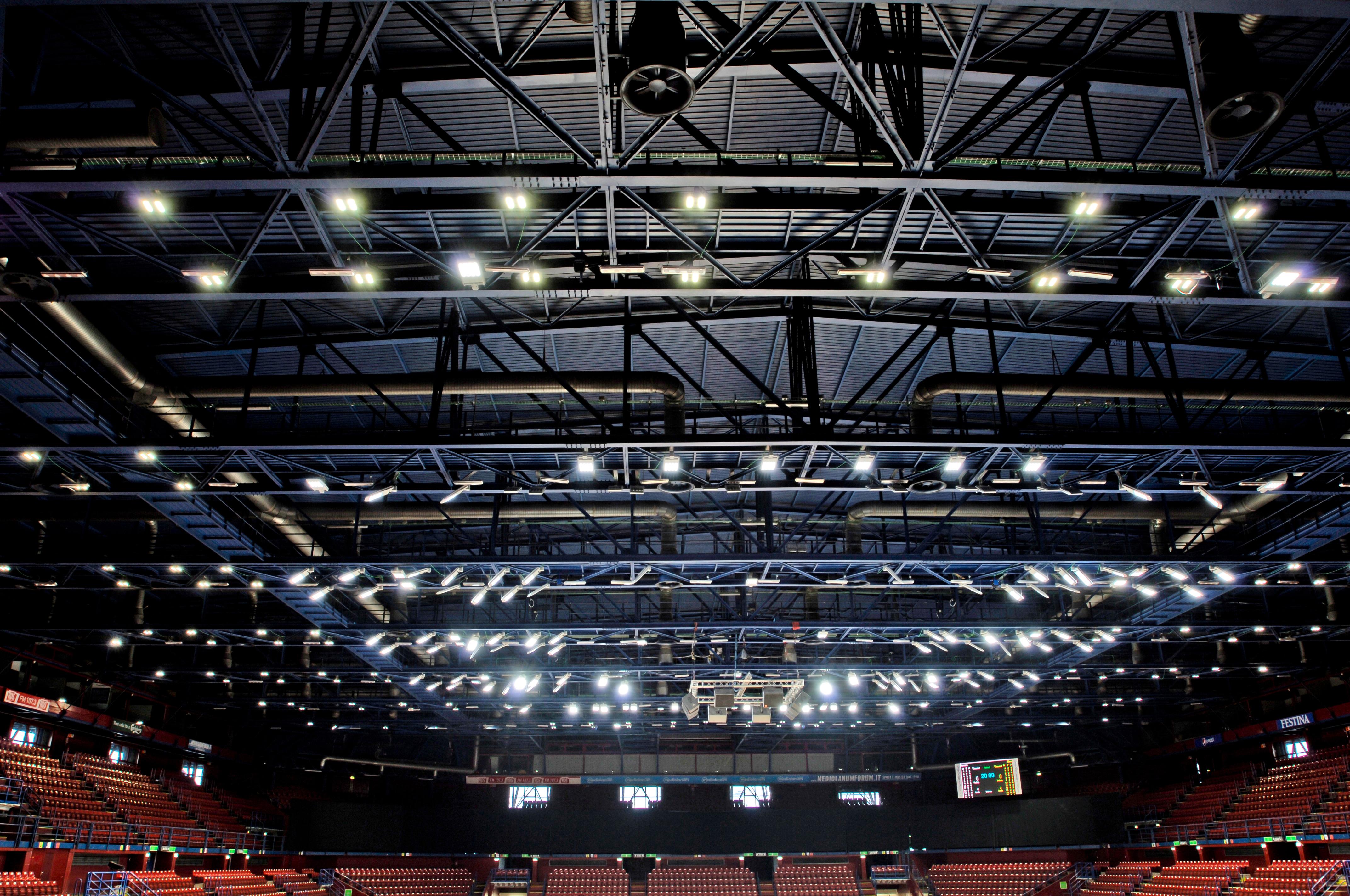 Assago, Mediolanum Forum. Dettaglio dell'impianto con il posizionamento dei nuovi apparecchi (courtesy photo: Cree)