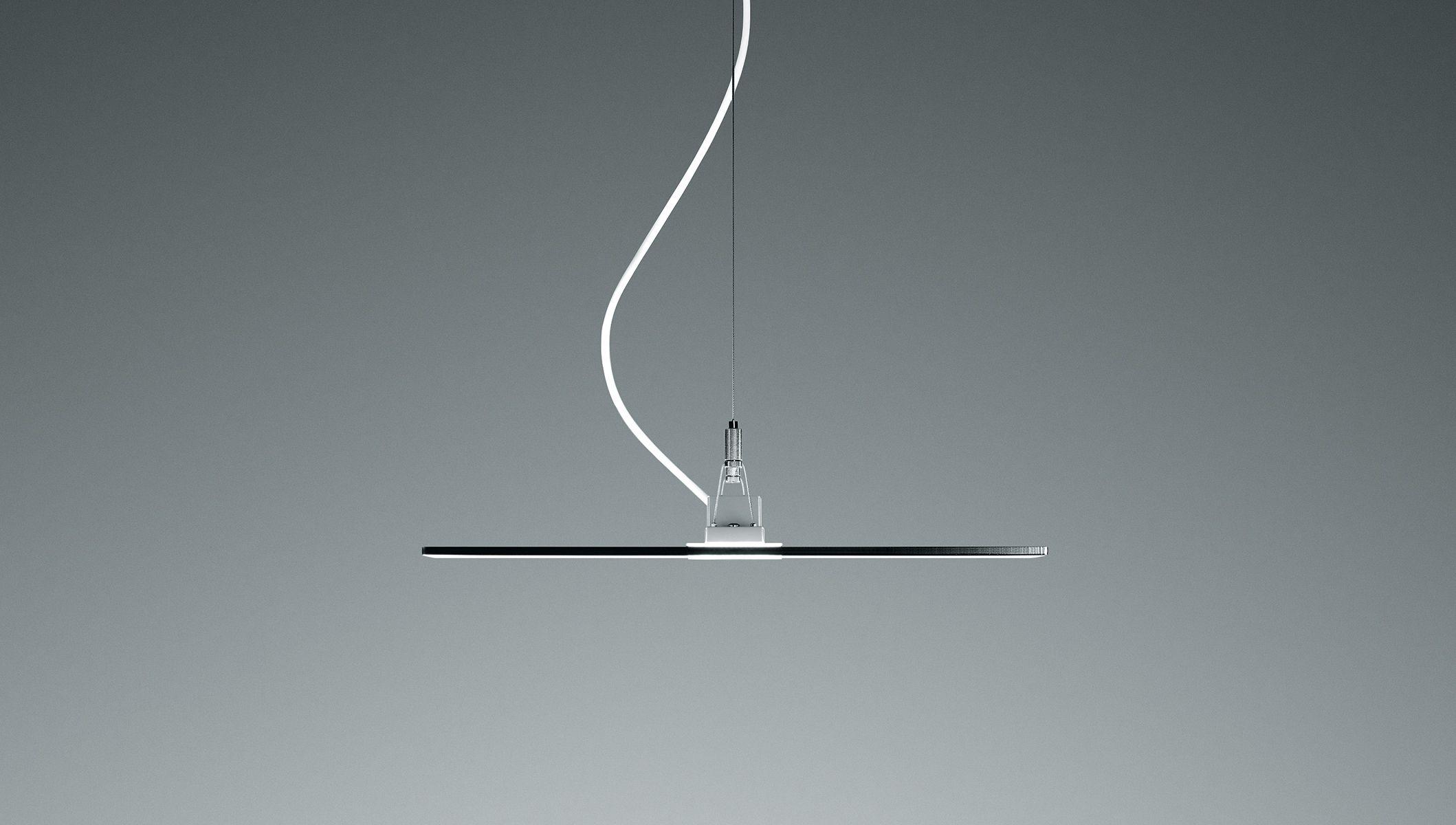 'Vaero', di Zumtobel. La sospensione si propone in modo minimalista e discreto, oggetto di arredo dello spazio anche spenta (courtesy: Zumtobel)