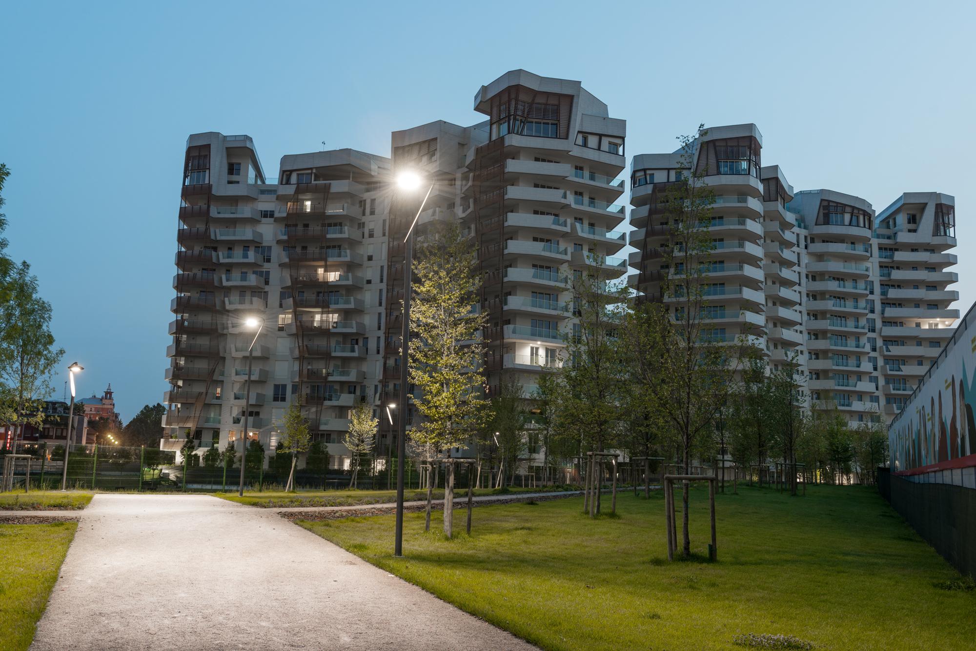 Case history luce per il parco urbano di city life a for Case a milano