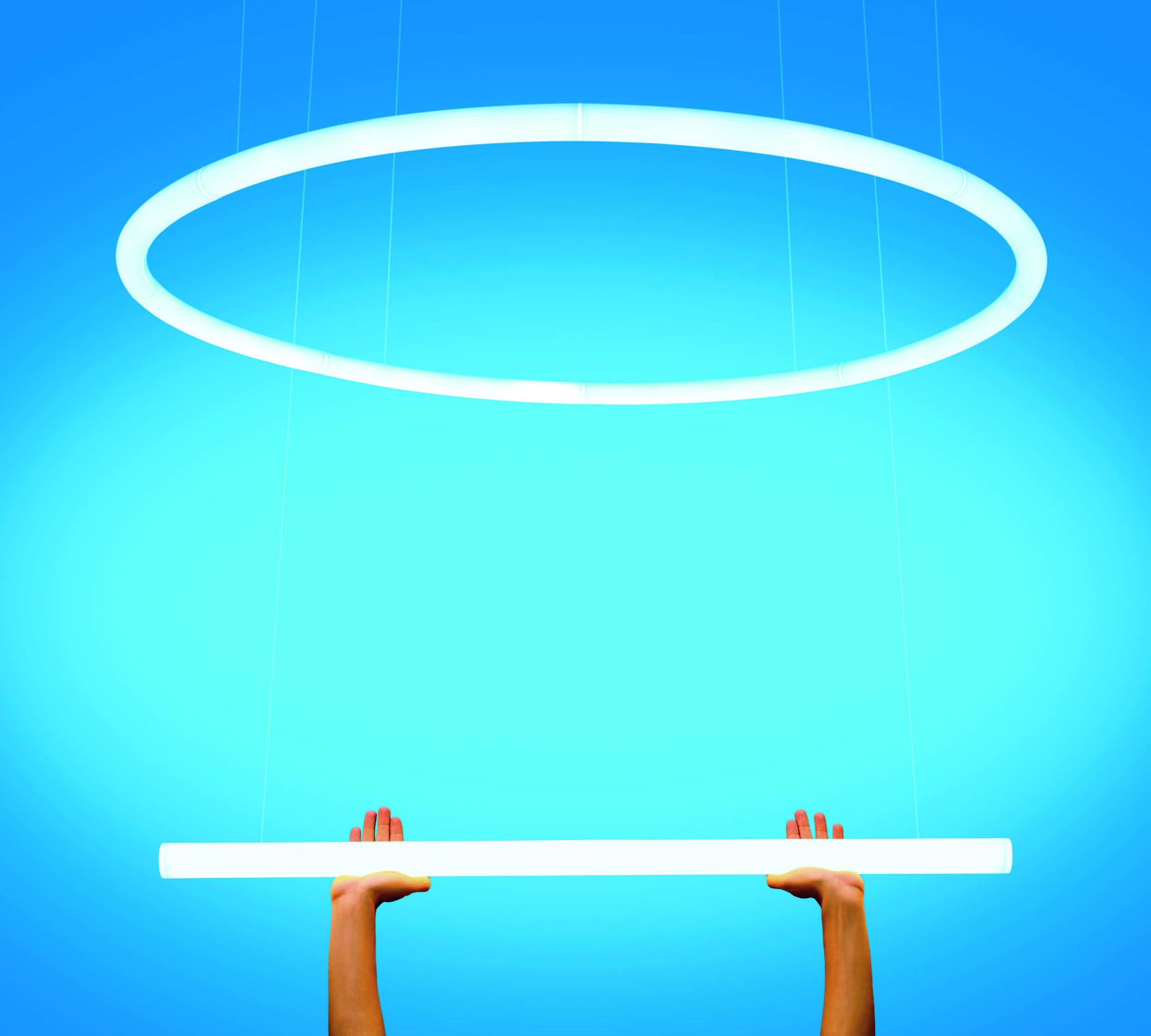 """Il sistema """"Alphabet of Light"""" di Artemide è un sistema articolato e flessibile che permette di comporre lettere e forme luminose nello spazio"""