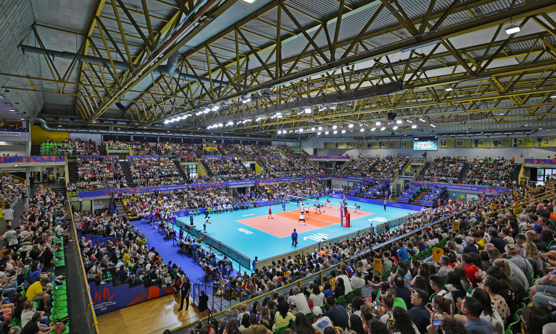Impianto illuminazione led campo da tennis indoor con copertura in