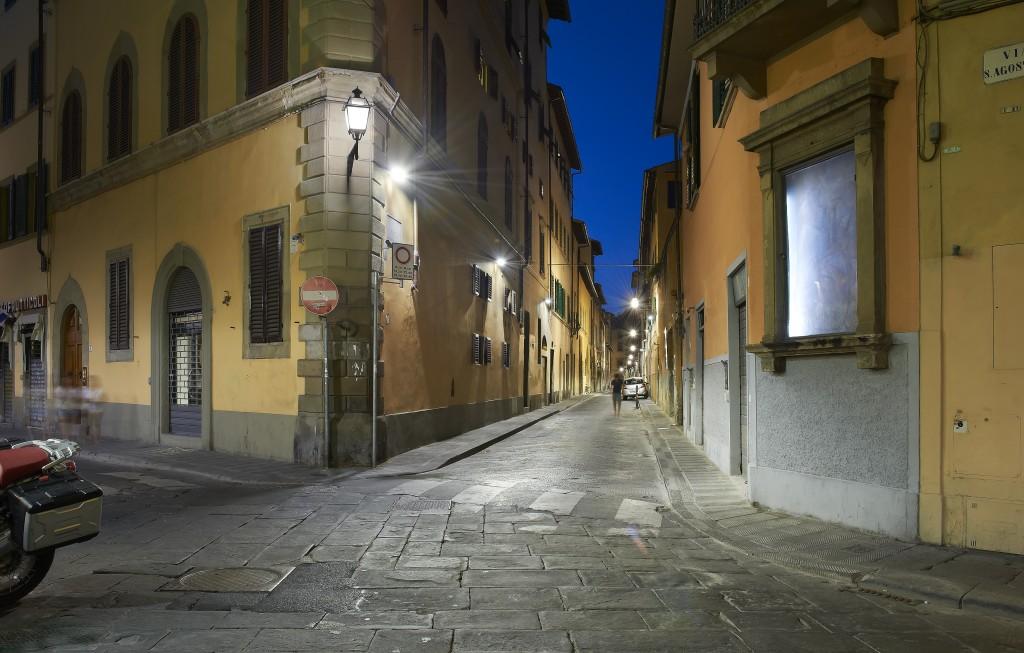 Firenze. Immagine di una via del centro storico illuminata con apparecchi a luce LED (cortesia: Silfi spa)