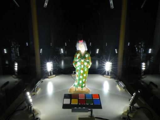Immagine della vetrina campione con uno dei sistemi a LED utilizzati nella sperimentazione (illuminazione dal basso) (cortesia: Politecnico di Torino)