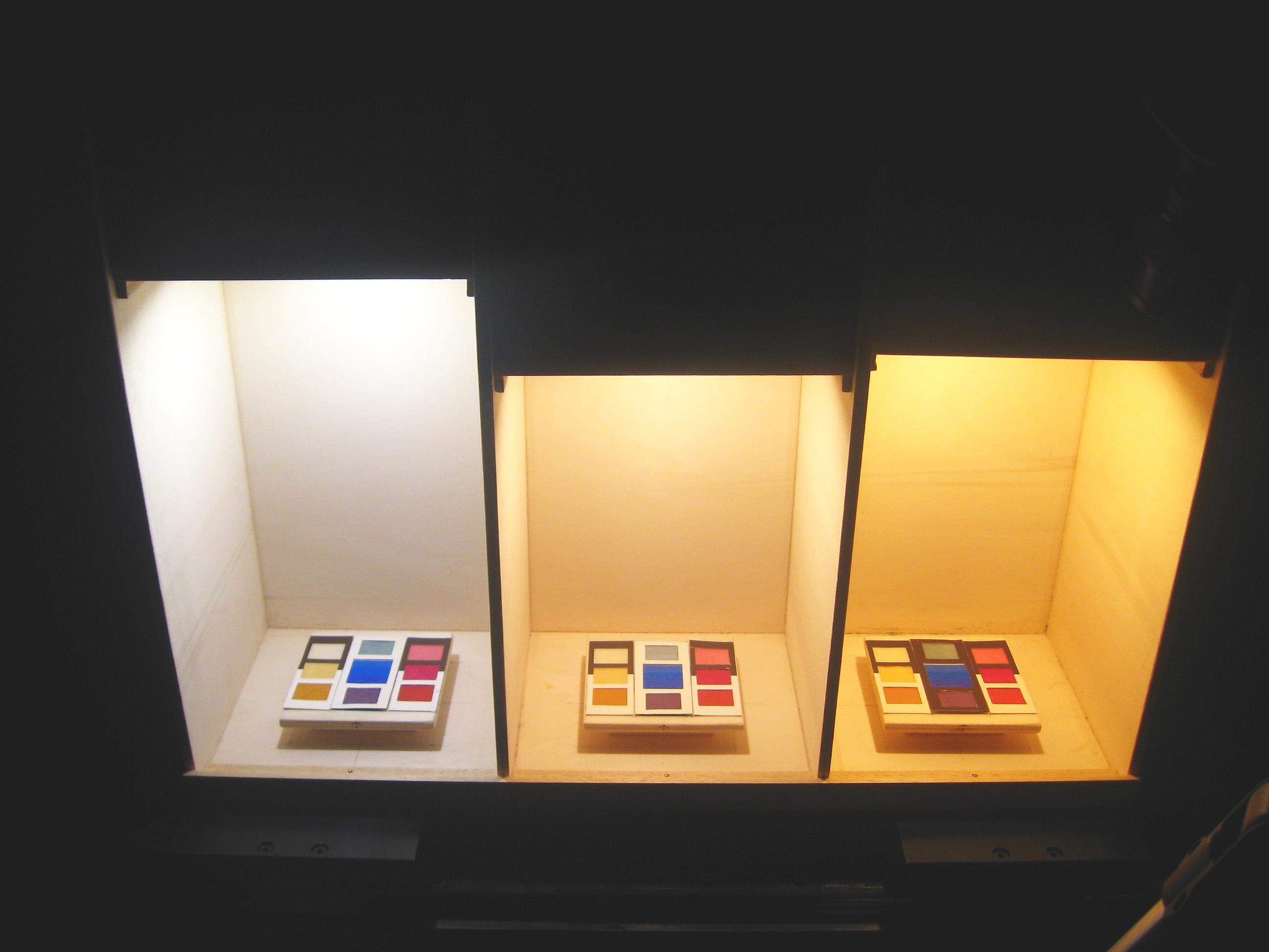 Illuminazione Vetrinetta : Sistemi led per applicazioni in vetrine museali luce e design