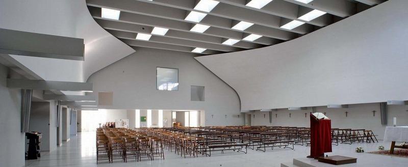 Un'altra immagine della Chiesa, in una ripresa verso la controfacciata interna.