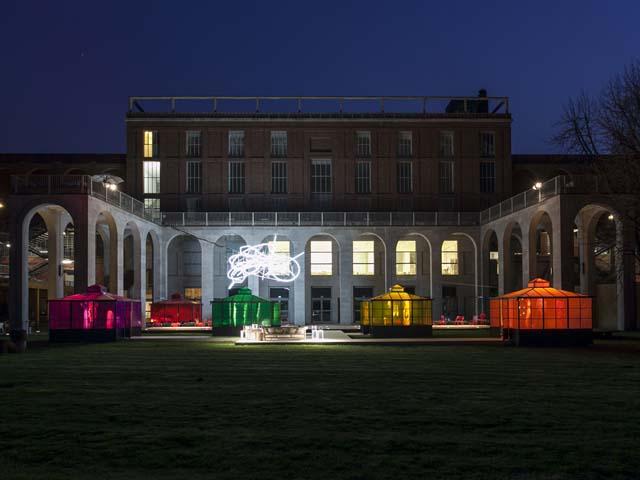 Milano - Giardini della Triennale, Fuorisalone 2013 – Installazione Unopiù in Wonderland (cortesia: Studio Laviani)