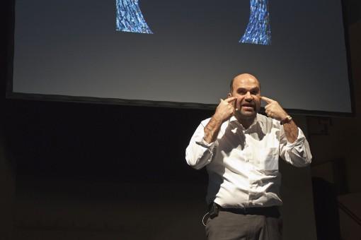 Il prof. Paolo Di Trapani mentre presenta a Francoforte il sistema COELUX