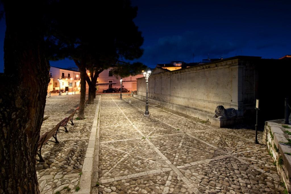 Venosa. La nuova illuminazione per la fontana Angioina (cortesia: Alberto Ricci Petitoni)