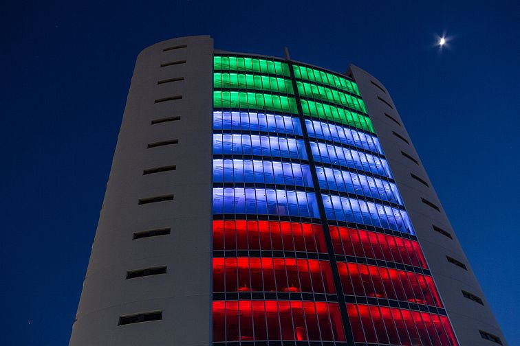 Uno degli effetti possibili nell'illuminazione dinamica notturna delle facciate (cortesia: Futuro Luce)