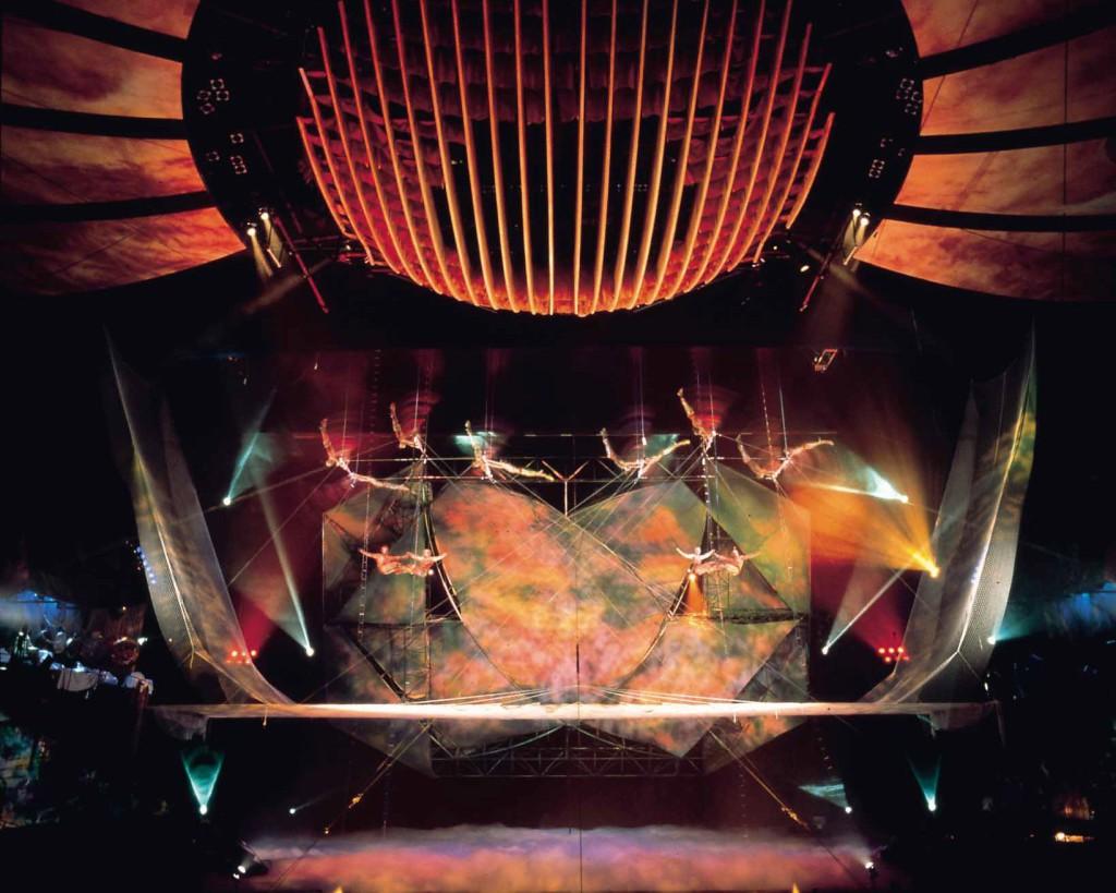 """Un'immagine dallo spettacolo """"Mystere"""" del Cirque du Soleil (cortesia: Clay Paky)"""