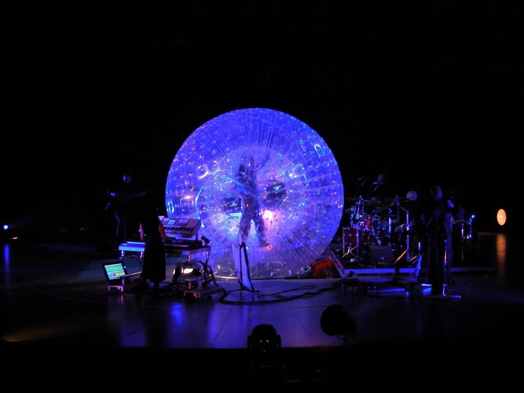 Dal Peter Gabriel LiveTour del 2002 (cortesia Luc Lafortune)