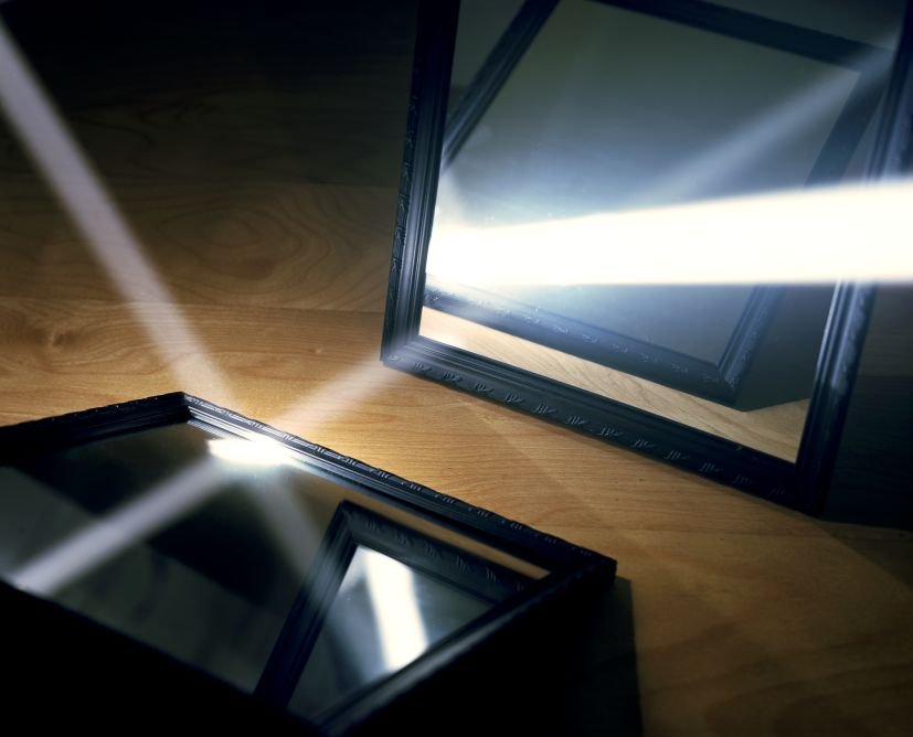 """Light Reflecting off Two Mirrors"" (2010), dalla serie 'Visible Light' (courtesy: Alexander Harding)"