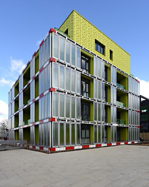 BIQ – Il primo SolarLeaf-Building a Amburgo, Germania. 200 m2 di facciata bioreattiva SolarLeaf; vista dei prospetti sud est e sud ovest (courtesy: (c) Colt International, Arup Deutschland, SSC GmbH )