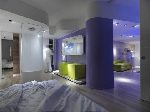 Milano, Barcelò Hotel. Definizione delle atmosfere rarefatte, soffuse e velate secondo l'illuminazione dei piani superiori (foto: Studio Giancarlo Marzorati)