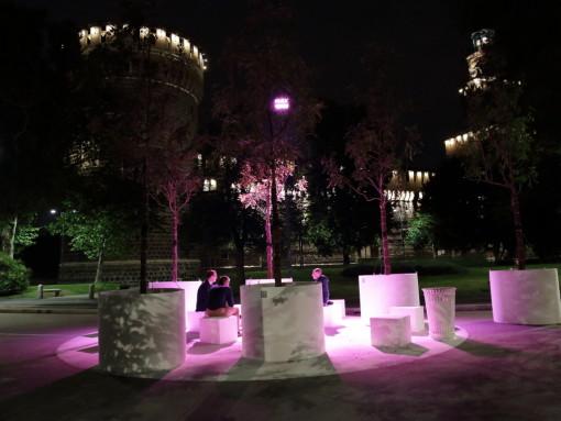 """App MyLED con la quale i visitatori sono messi in grado di gestire l'illuminazione della piazza, scegliendo tra molteplici scenari disponibili per renderla """"a misura di persona"""", grazie alla creazione di isole di luce personalizzate"""